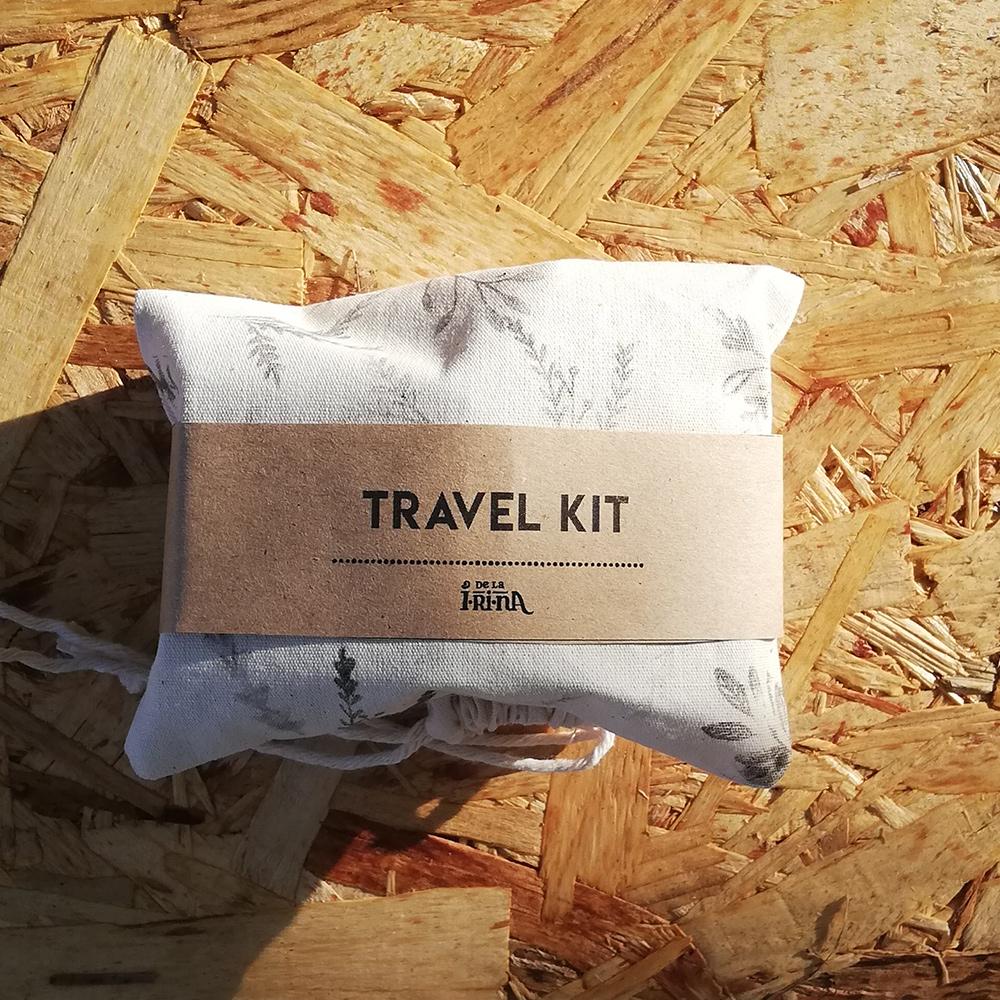 Set de produse de îngrijire pentru călătorii în săculeț de bumbac neînălbit, ștampilat manual